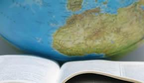 Livro e globo terrestre
